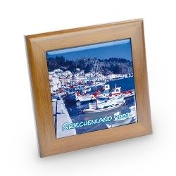 Grand cadre en bois clair avec carrelage photo