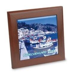 Grand cadre en bois foncé avec carrelage photo